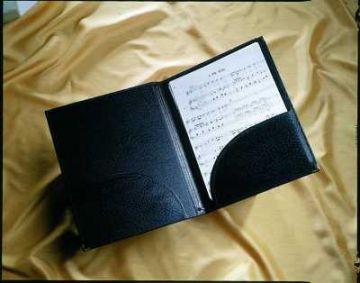 Chormappe in Kleiner-Größe mit Einstecktaschen und Haltebändern